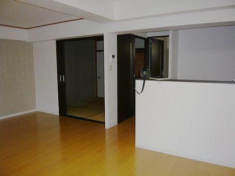 和室からフローリングへ変更し、I型キッチンを対面キッチンにしました。
